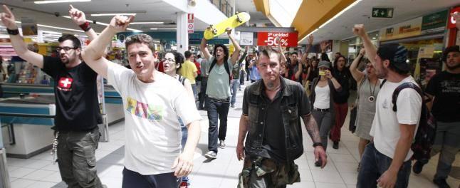 Indignados Murcia en Carrefour (2011-06-06)