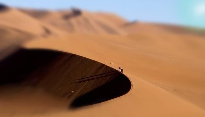 Abandonados y perdidos en el desierto.