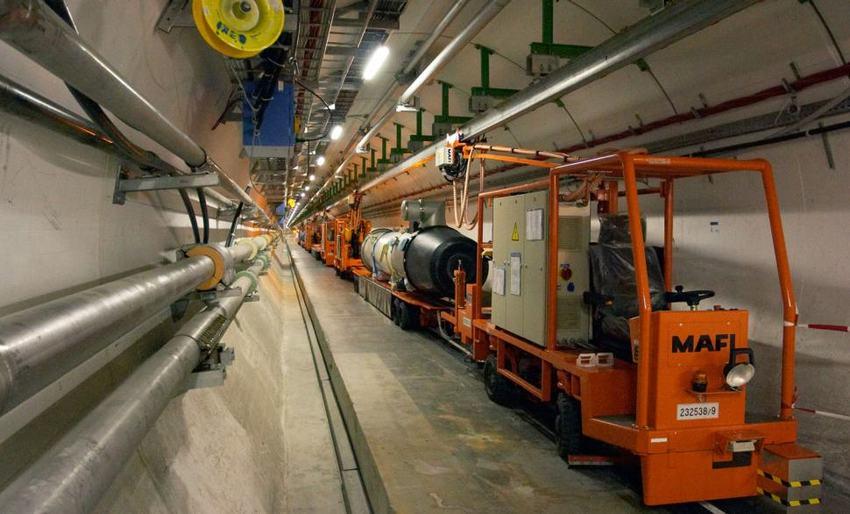 Interior del tunel del LHC