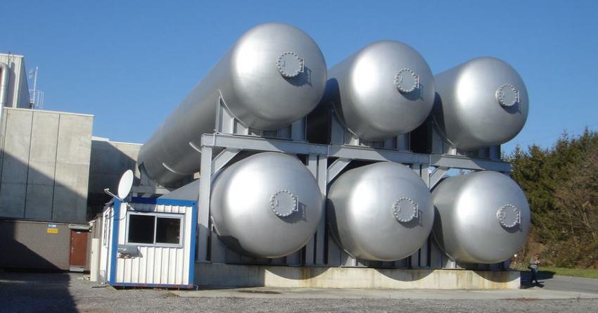 Gigantescos tanques de helio para refrigeración del LHC
