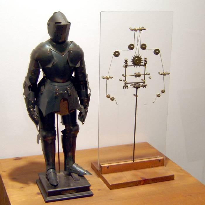 Modelo robótico de Leonardo da Vinci con mecanismos internos.