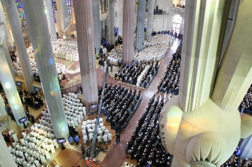 Panorámica del ábside de la inmodesta Basílica de la Sagrada Familia.
