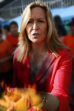 Trinidad Jiménez pone la mano en el fuego.