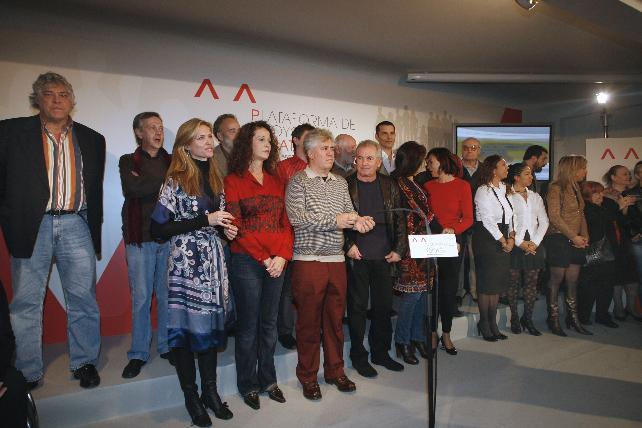 Grupo de artistas en un acto de apoyo a Zapatero