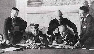 Firma de pactos Letran entre La Iglesia y Mussolini.