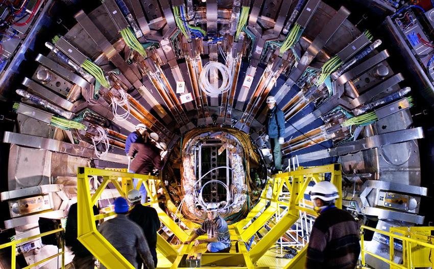 Mantenimiento del detector CMS (Maximilien Brice, © CERN)