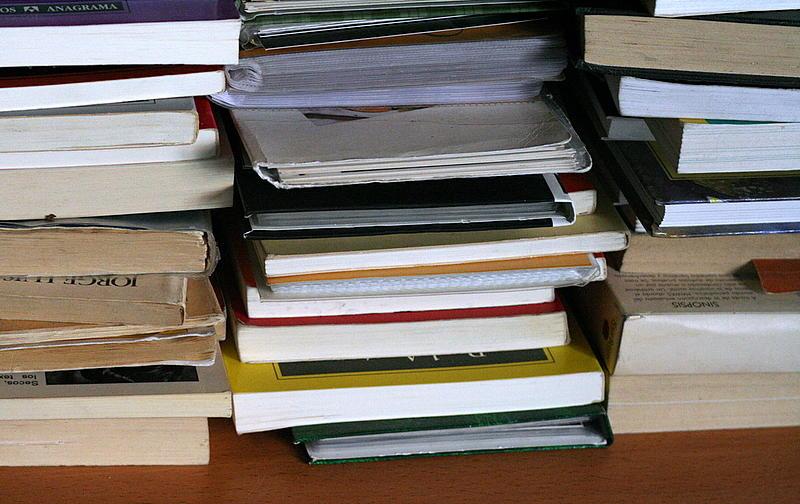 Montón de libros de texto