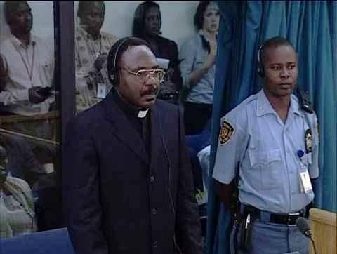 Sacerdote católico que fue condenado por el genocidio en Ruanda.